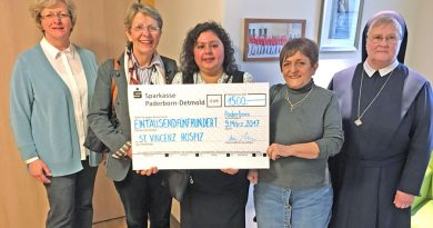 Grateful to receive the generous donation: pictured, from left, hospice manageress Sister Gisela Hillebrand-Schmidt, Marlies Grant, Donna Evans, Sandra James and Sister Daniele Voss Photo: Martina Hollmann, Army Press Office