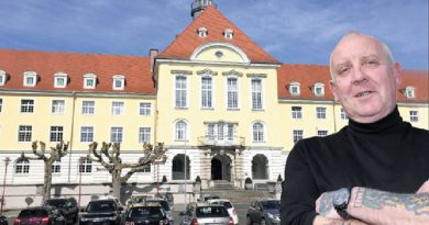 Best job: Yorkshireman Alan Tallis outside his home and workplace – the Rathaus in Herford - Photo by Ulf Hanke