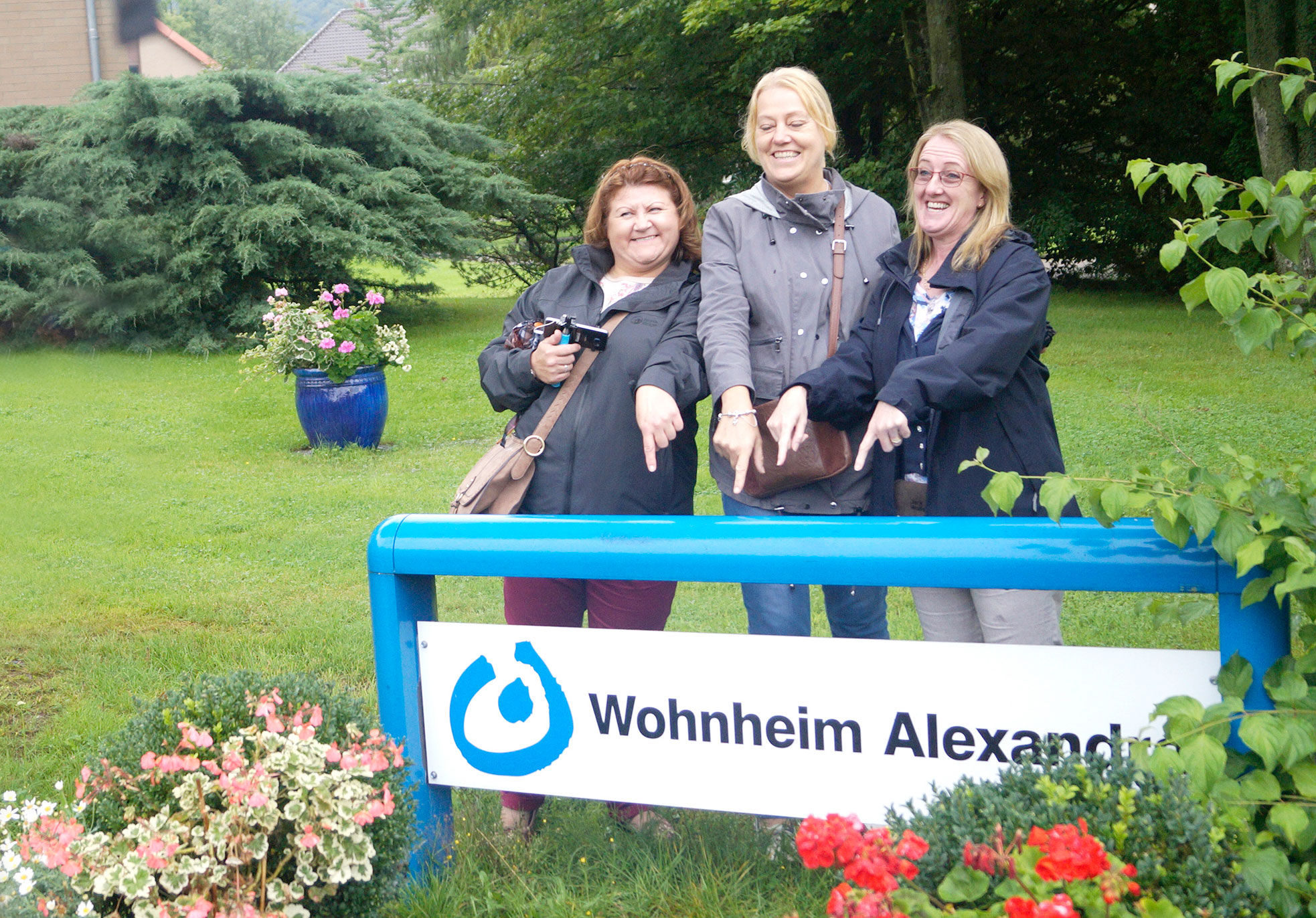 Three members of the group in the gardens of the site now occupied by the charity Lebenshilfe Rinteln eV which also has accommodation facilities