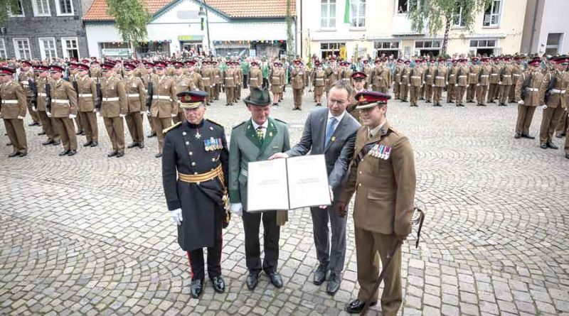 The Freedom scroll was presented to the Master Gunner and the CO of 26 Regiment before bayonets were fixed and the Regiment marched off